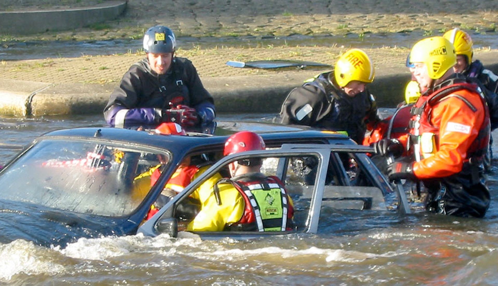 vehicle rescue in water